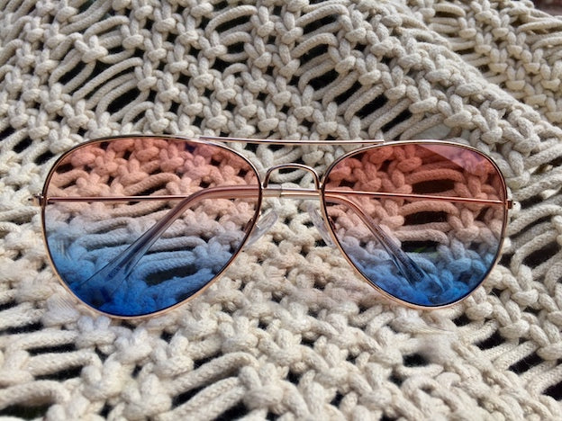 Shop your vintage women's sunglasses at discount prices. Hippie lovin' styles like these retro, pink-blue ombre Aviator shades are just right and festival favorites.