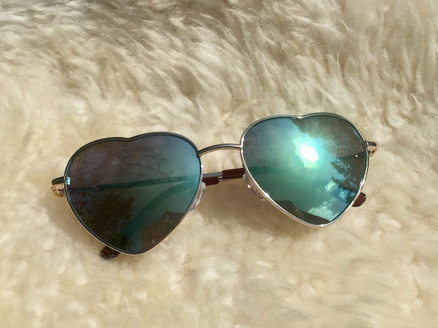 Shop your retro women's sunglasses at discount prices. Loads of retro colors and hippie lovin' styles like these heart shaped mirrors shades with teal lense and rock on.
