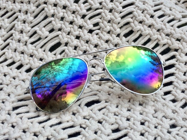 Somewhere over the rainbow lies the world we dream of and Rainbow Daze Aviator shades bring it all into focus. Silver frame, mirrored lense and UVA/UVB protection.