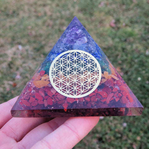 7 Chakra Crystal Orgone Pyramid - Flower Of Life