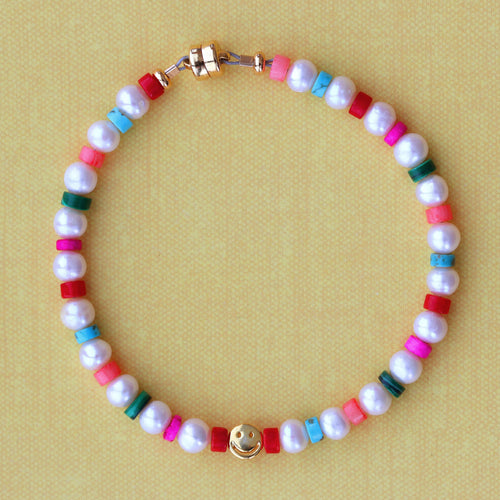 Freshwater Pearl and Heishi Smiley Beaded Bracelet