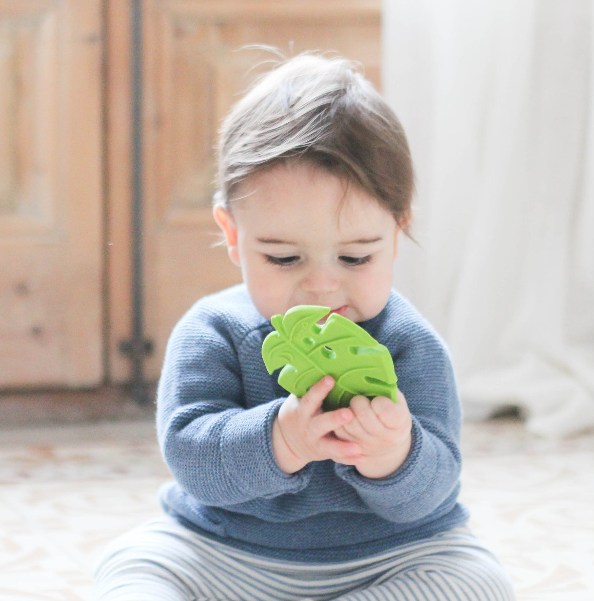 lanco eco friendly monstera leaf teether