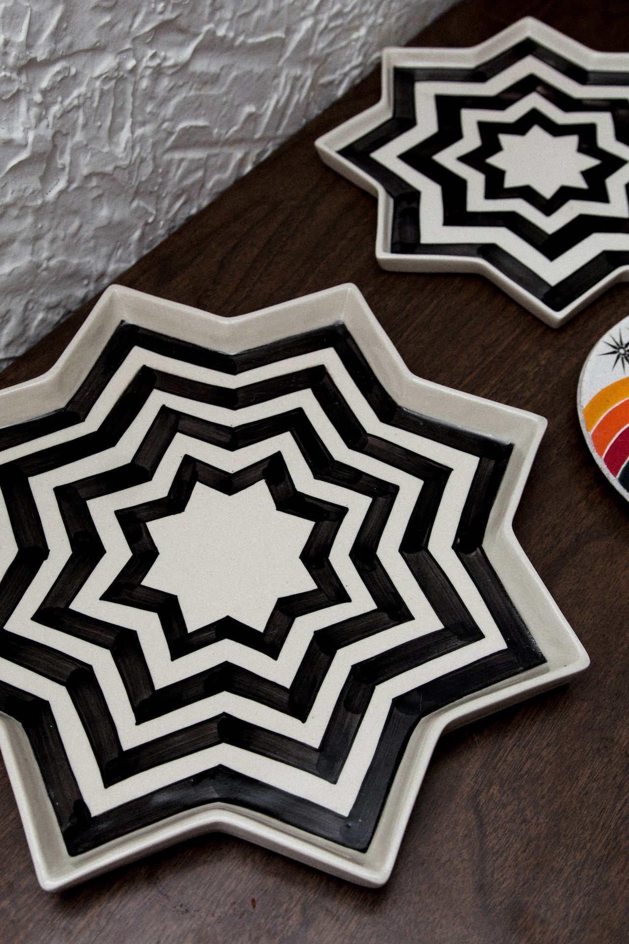 Star Striped Plates - 2 Sizes