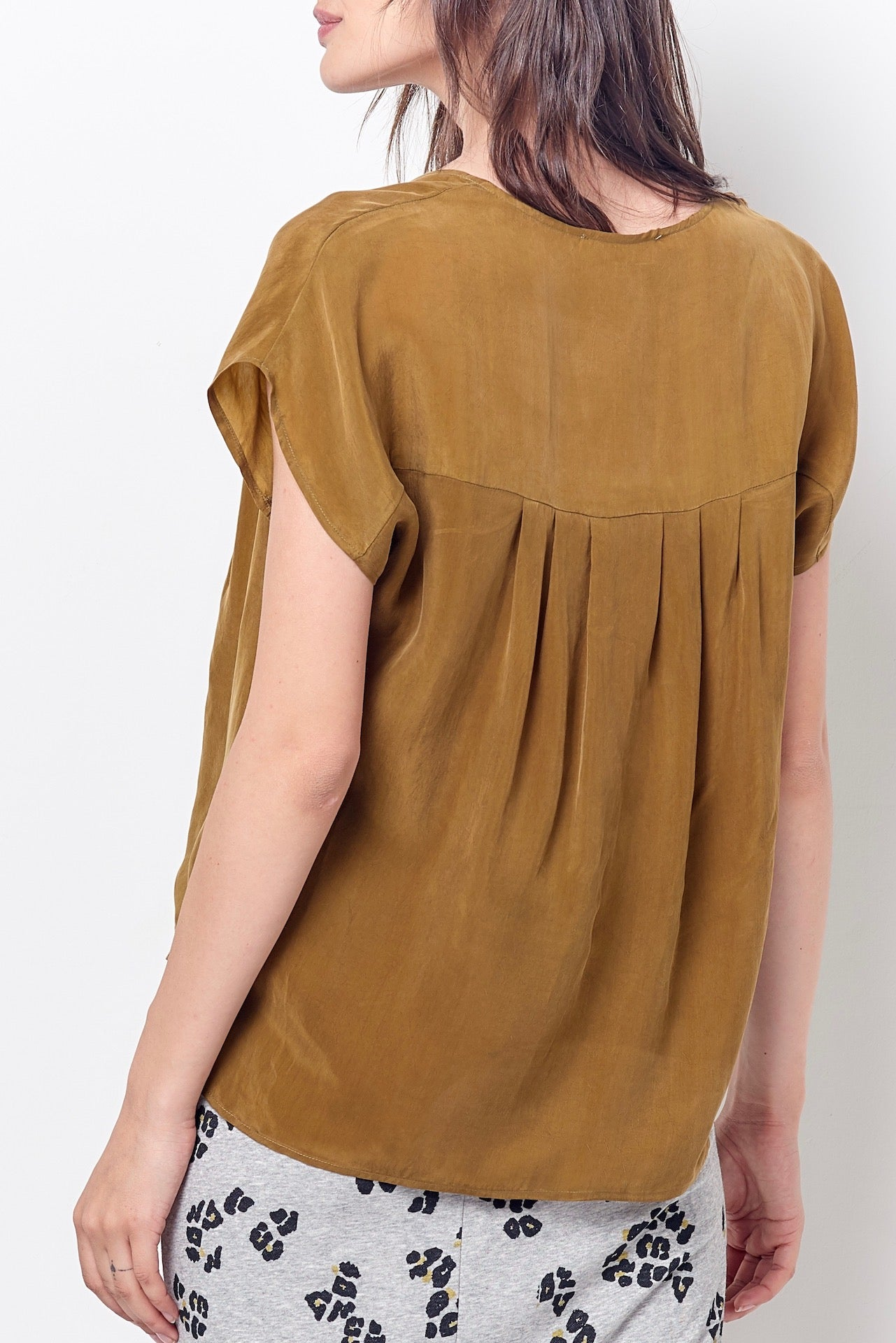 EVIE V-neck Top w/Ruffle