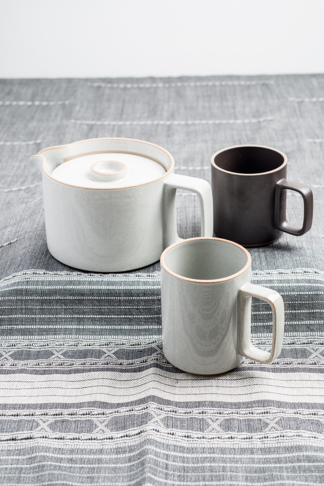 HASAMI porcelain MUGS Gloss Gray