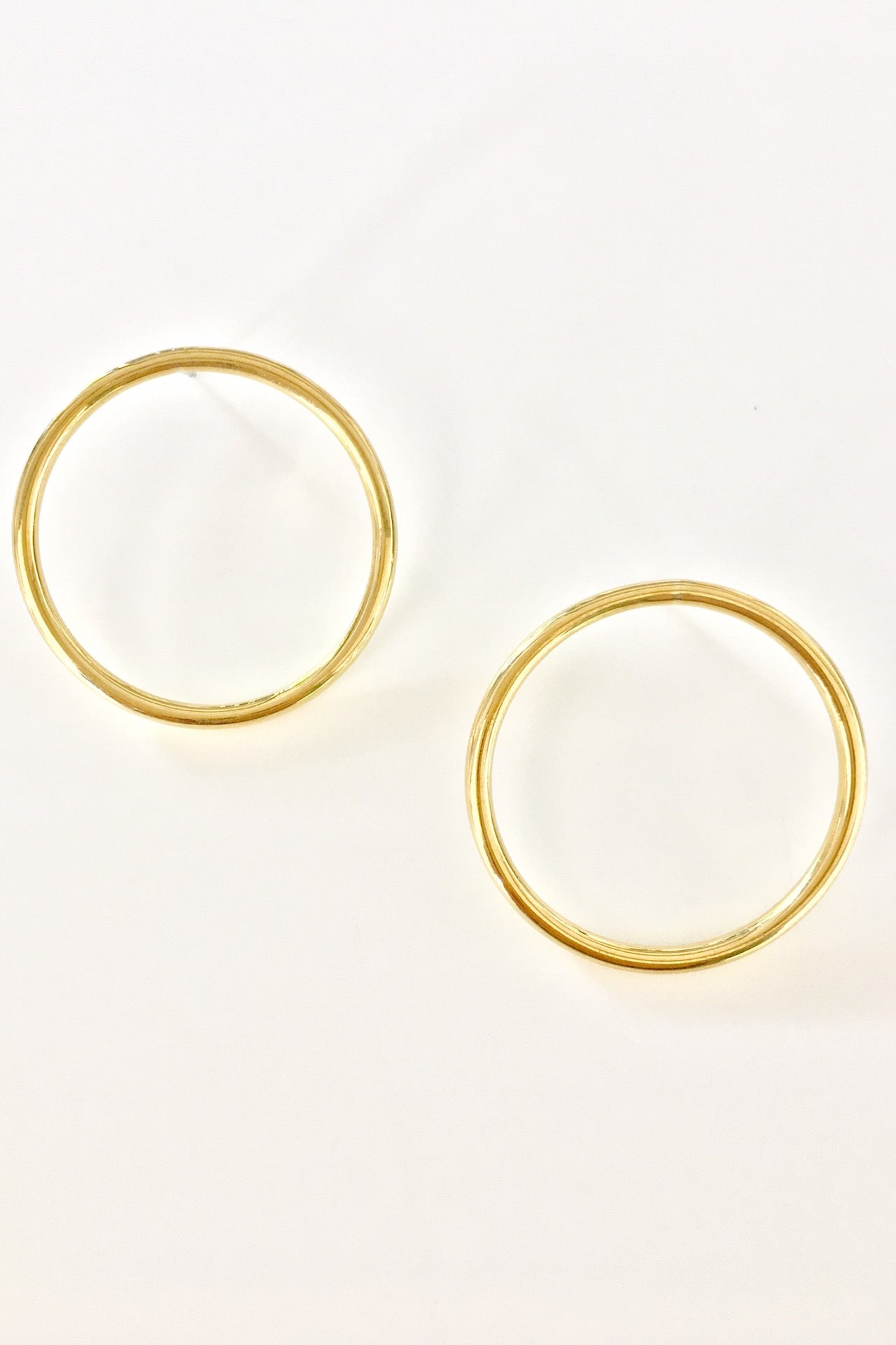 Duara Circle Stud Earring