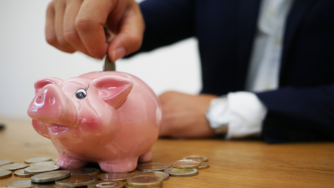 Zhng up savings-piggy bank-blogpost-Klosh Online