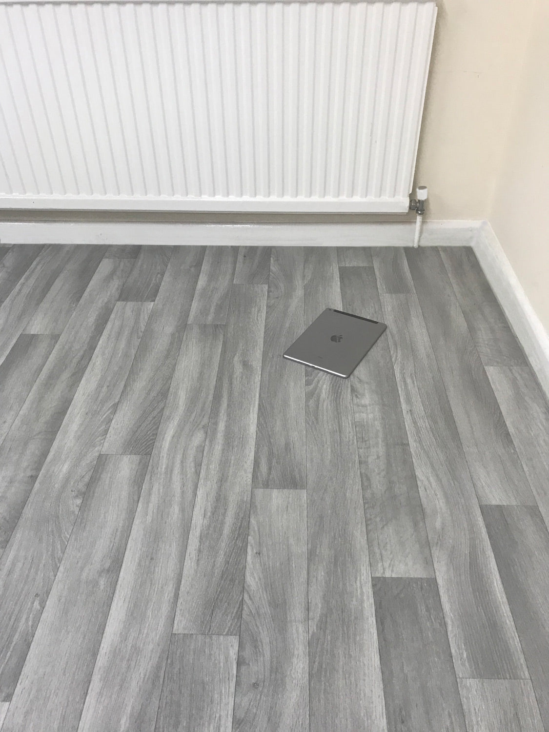 Astounding Grey Vinyl Lino Roll Flooring Ideal For Kitchens Bathrooms Home Interior And Landscaping Eliaenasavecom