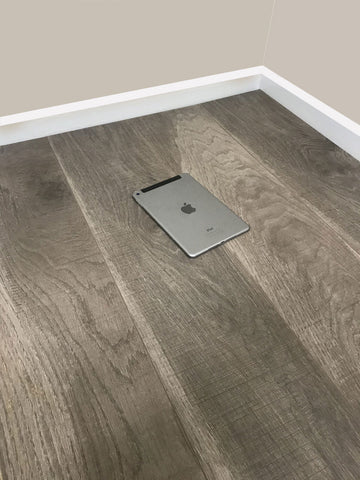 8mm Laminate Flooring - Chestnut Oak Effect - V Groove - AC4 Rated - Click System