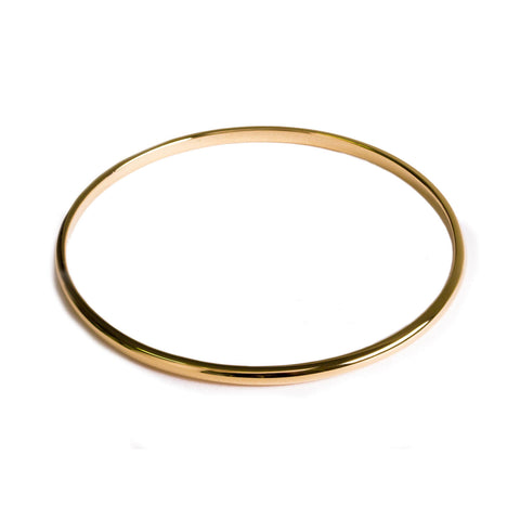 Flat backed bangle with curved rounded edges in gold.