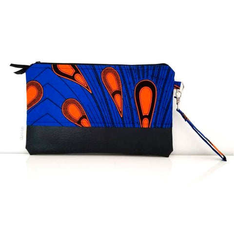 Fabric clutch bag with detachable strap, vegan leather and waterproof lining.