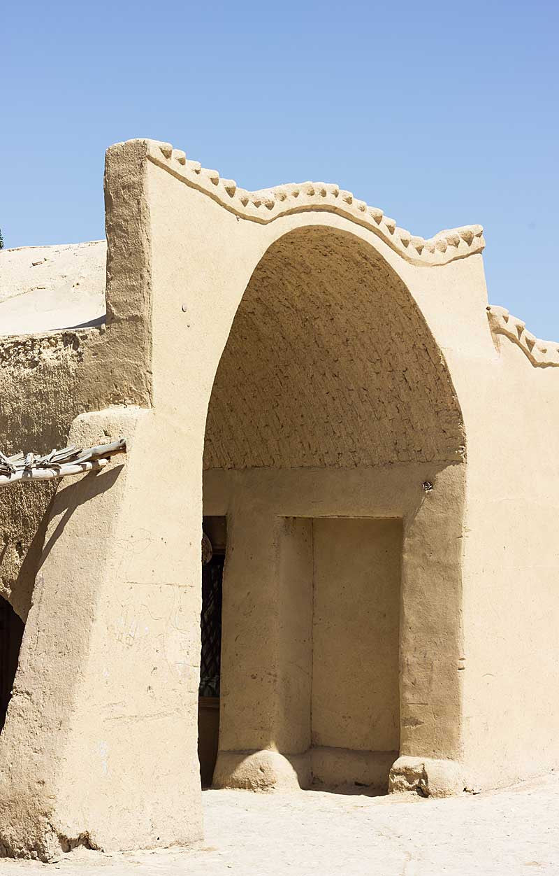 my-visit-to-the-charming-fayoum-pottery-school-pomegranate-blog-large-arch-closeup