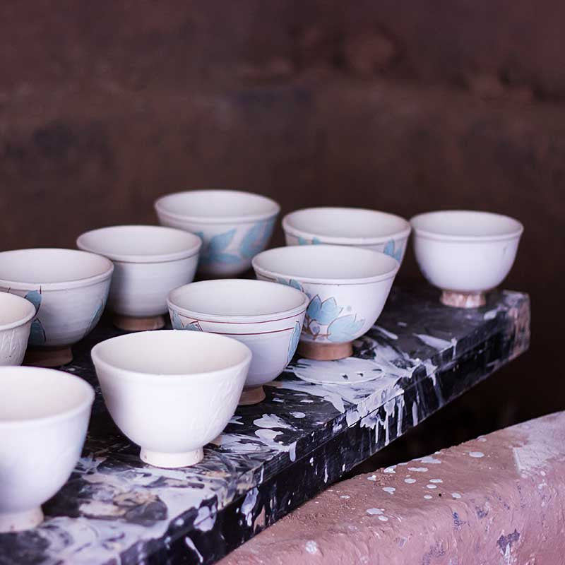 my-visit-to-the-charming-fayoum-pottery-school-pomegranate-blog-cups-on-tray