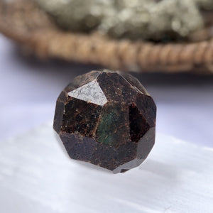 Garnet Crystal - Hexagonal Circle Shape - Sparkle Rock Pop