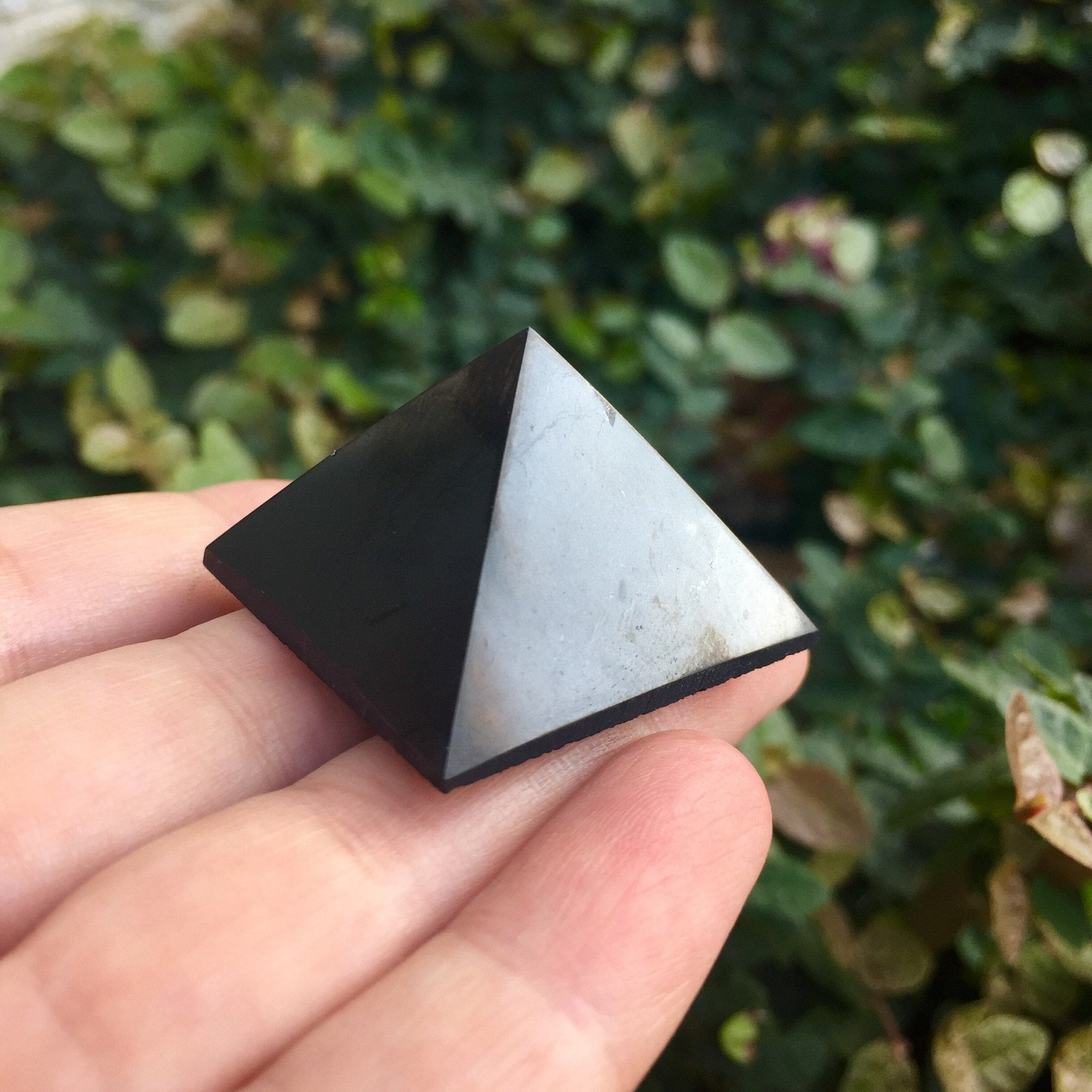 Shungite Mini Pyramid - Sparkle Rock Pop