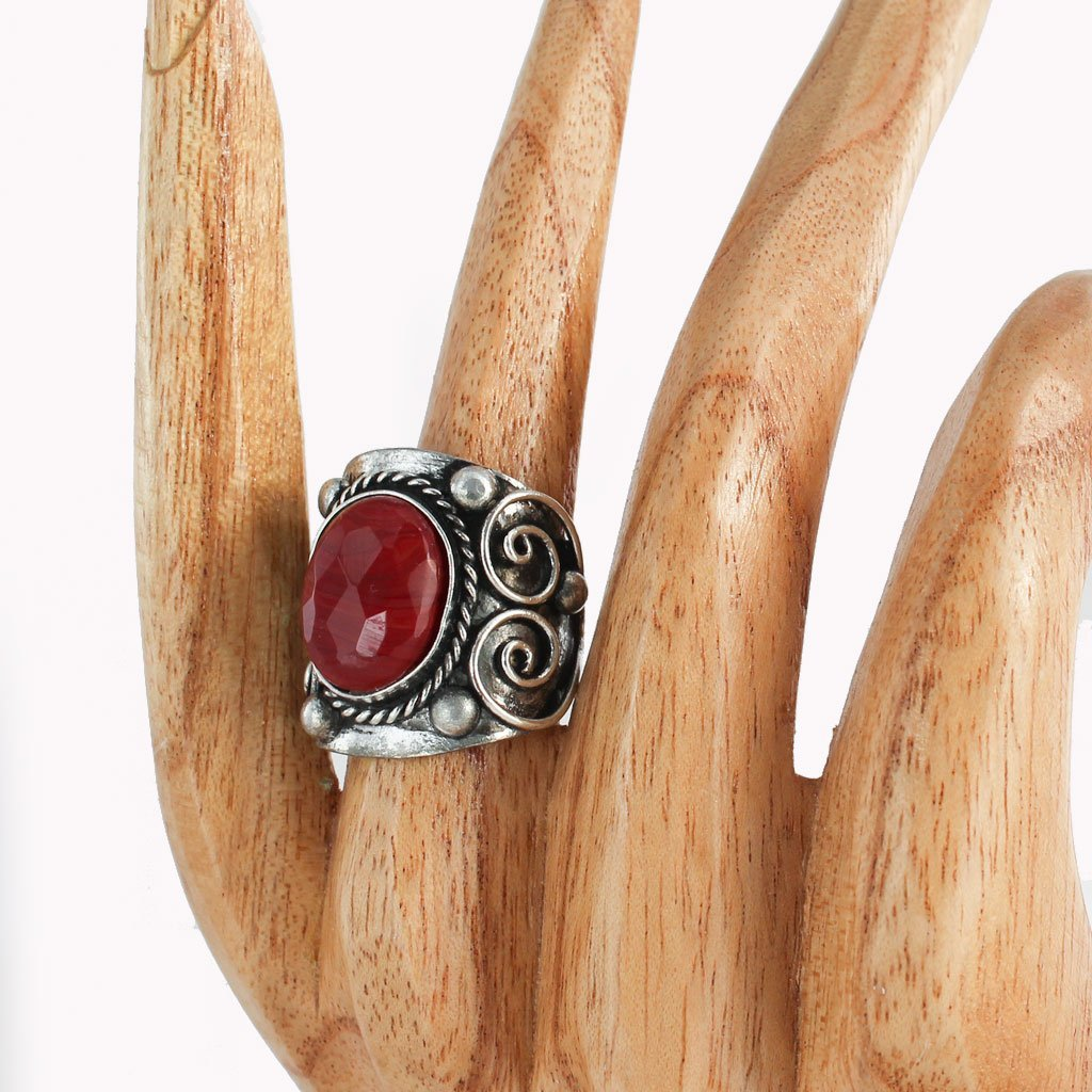 Vintage-style ring with red stone | Ring - The Naughty Shrew