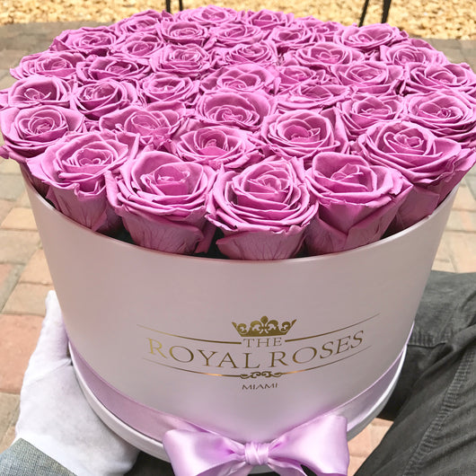 Real Long Lasting Roses- Round Box - Lifetime is over 1 year