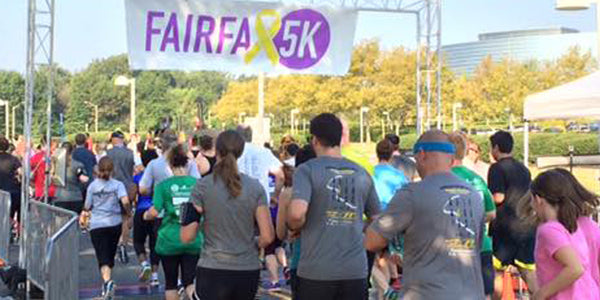 runners starting the fairfax 5k