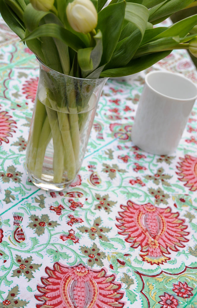 Table Linens in Summer Nightingale