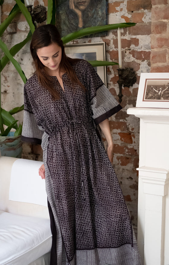 Drawstring Kaftan in Black Check