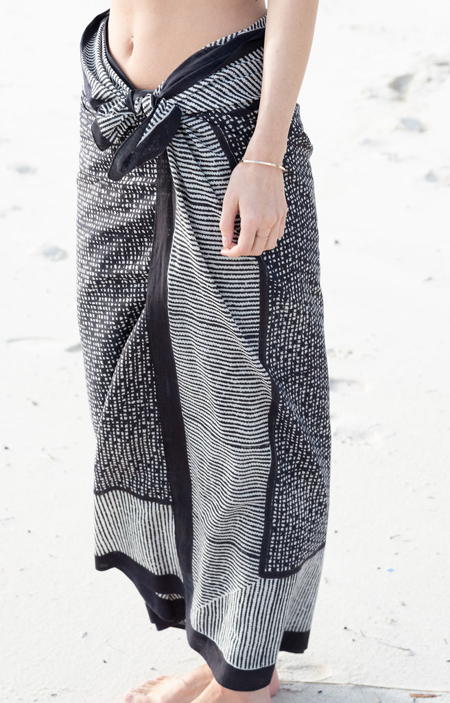 Sarong in Black Check