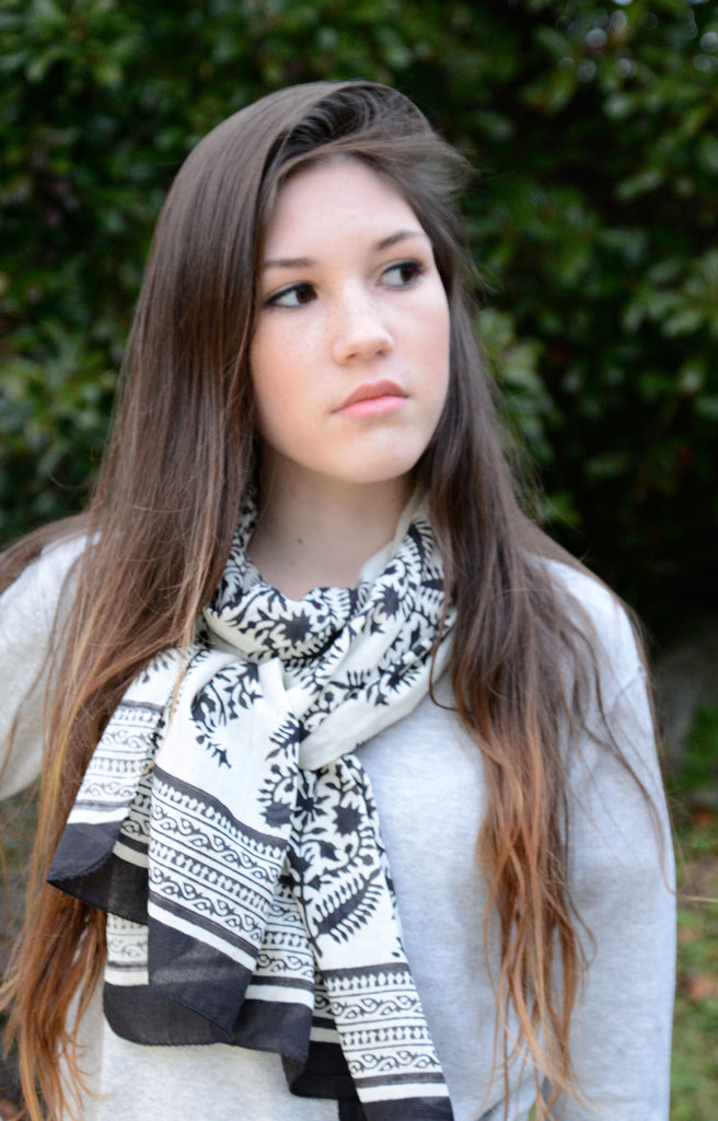Scarf in Black on White