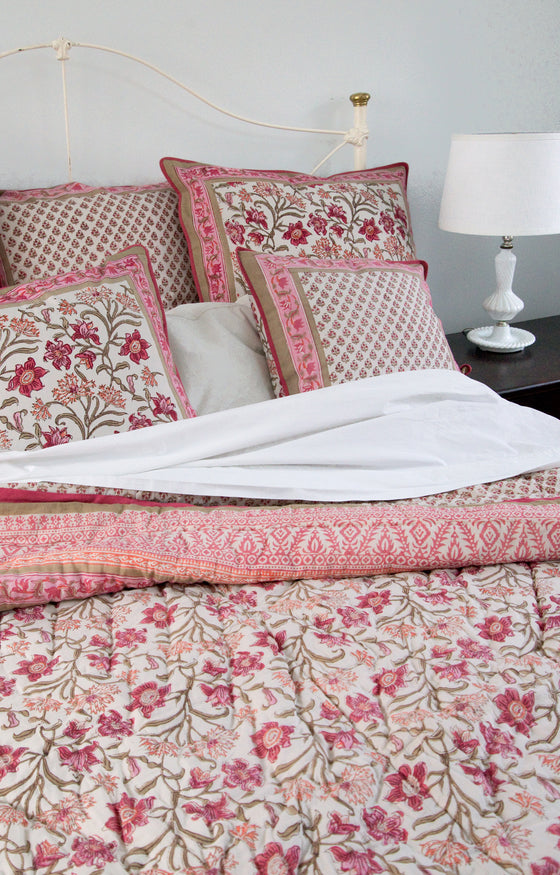 Quilt in Coral Thistle