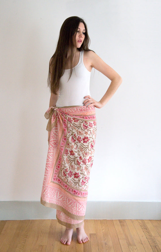 Sarong in Coral Thistle