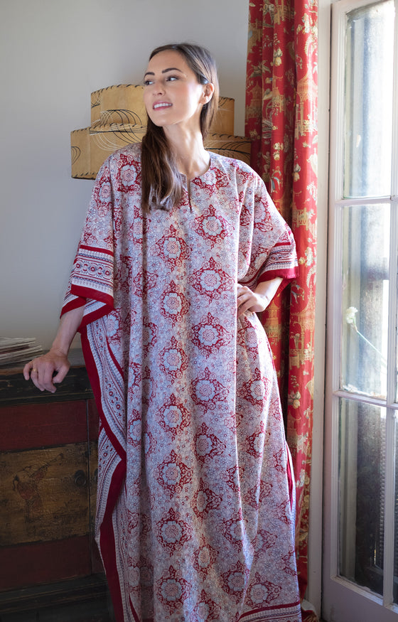 Kaftan in Japanese Red