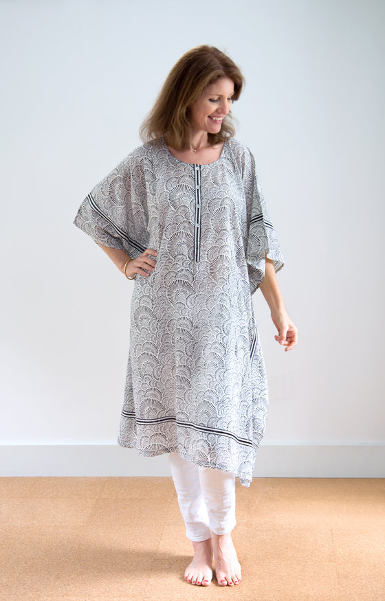 Midi Kaftan in Ripples Black
