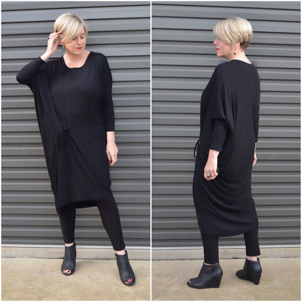 Fashion Blogger Deborah Gates @stylishmurmurs rocking the Alexia dress