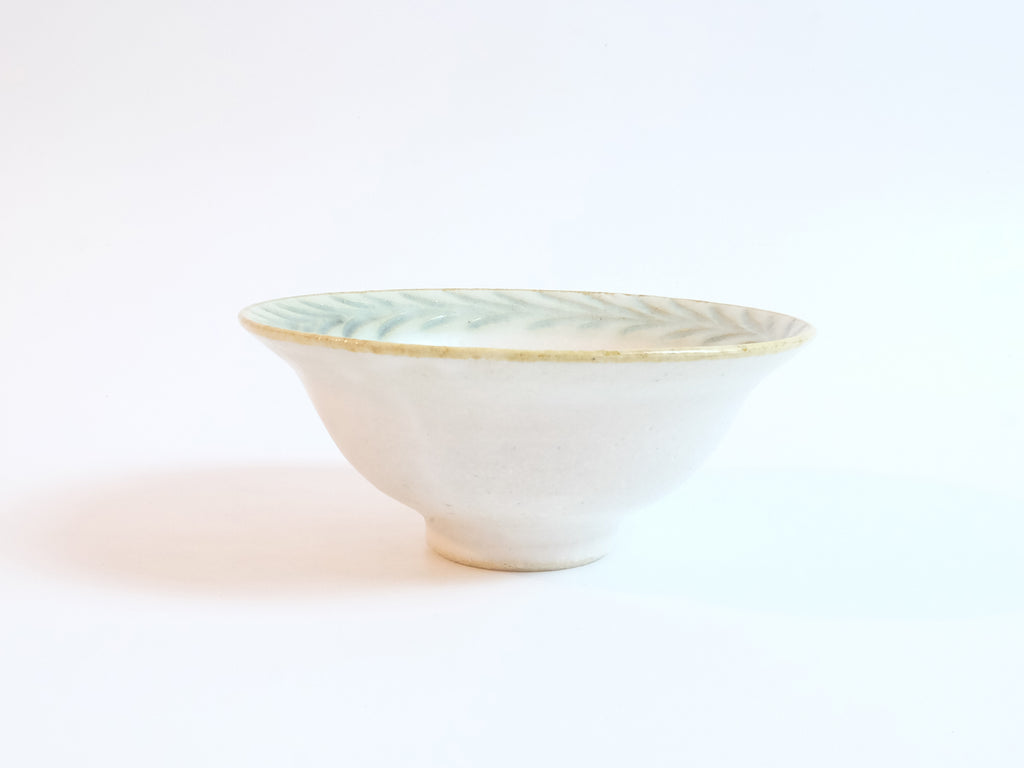 Laur Series Rimmed Bowl by Mishio Suzuki