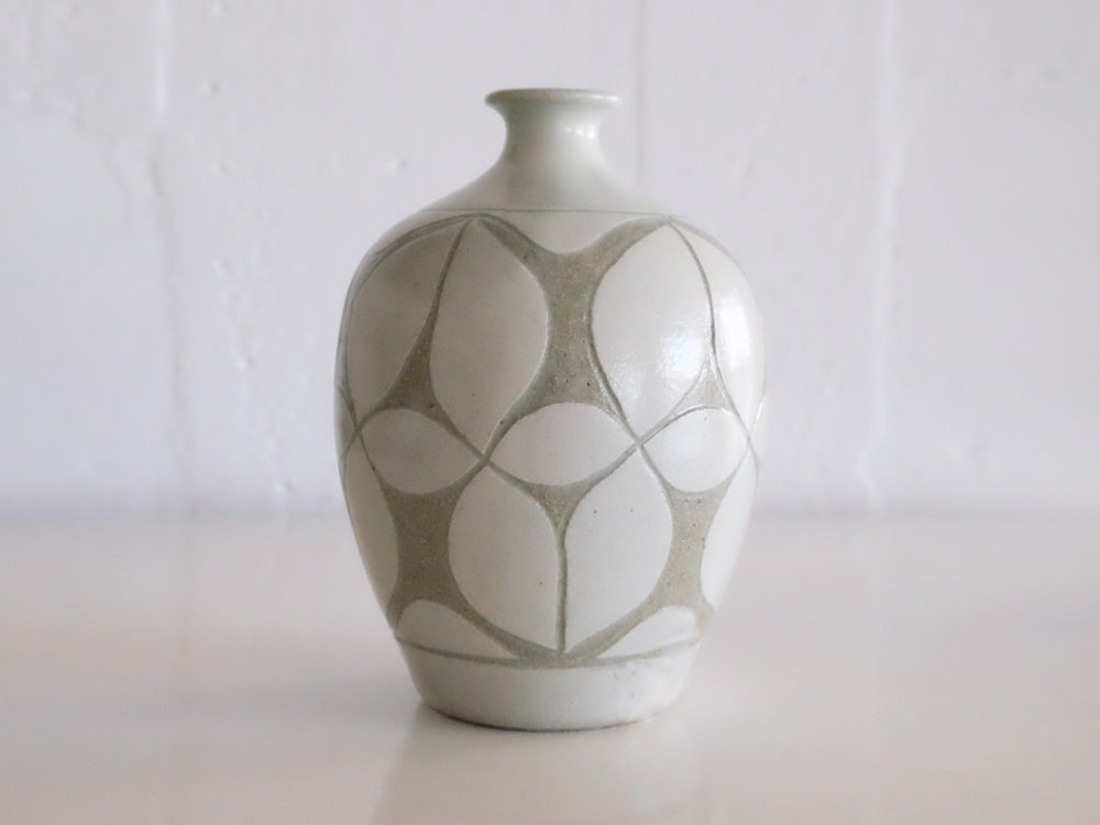 Load image into Gallery viewer, Light Grey Vase by Takahito Okada