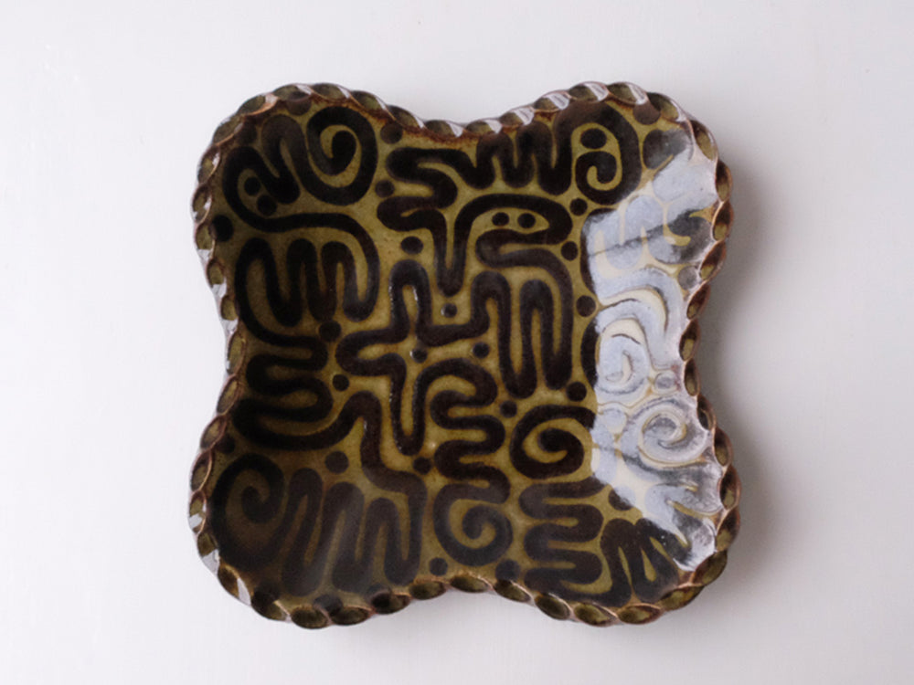 Load image into Gallery viewer, Clover Shape Plates by Giran Sagawa