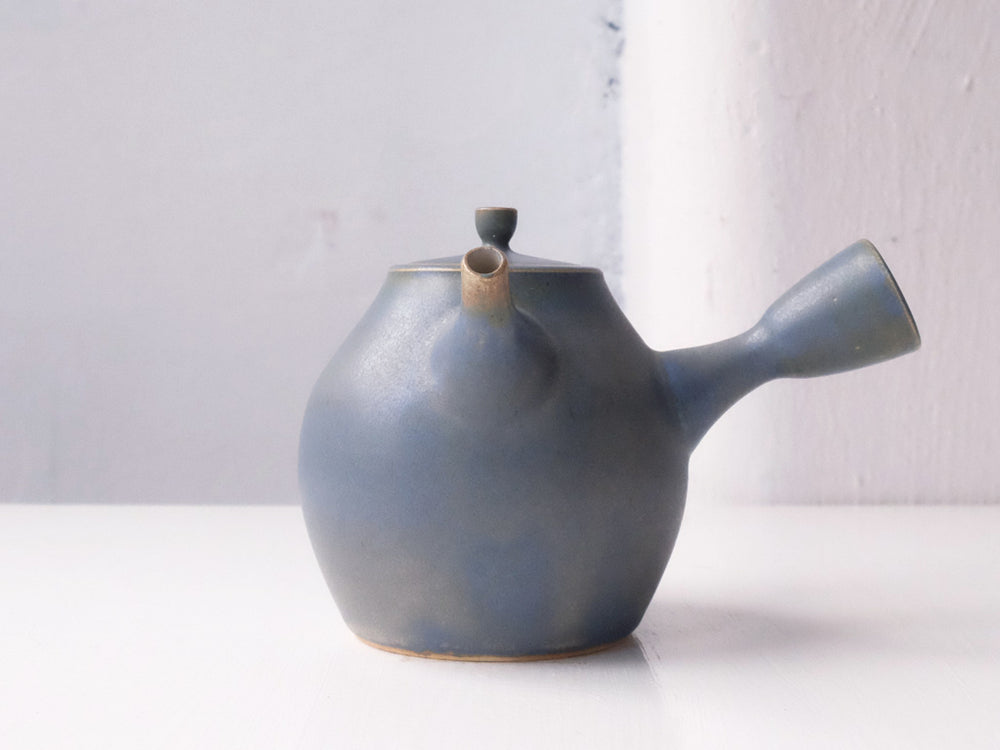 Kyūsu Tea Pot by Okaueyakumo