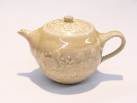 Ash White Tea Pot by Aya Kondo