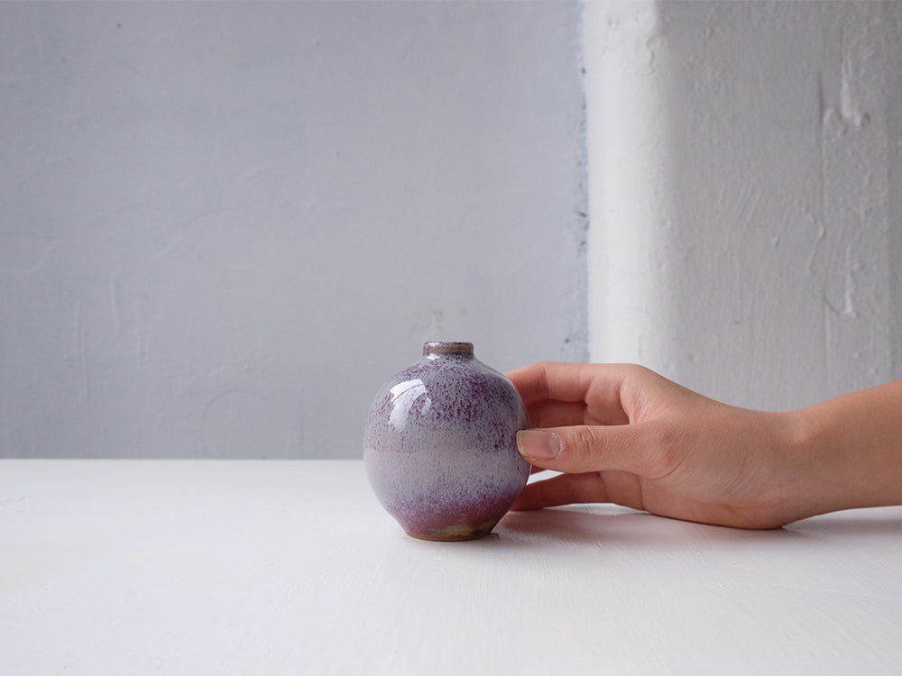 Load image into Gallery viewer, Crimson Peach Bud Vase by Hiroshi Otsu