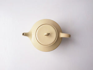 Cream Coloured Tea Pot by Okaueyakumo