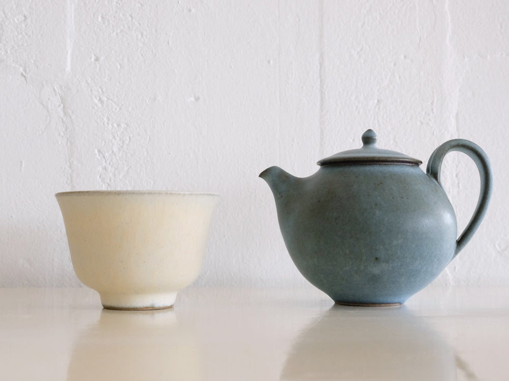 Kumidashi and Blue Teapot