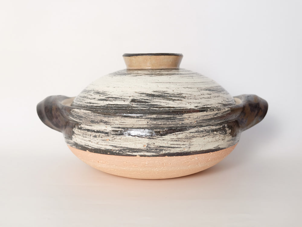 Small Hakeme Design Donabe Clay Cooking Pot by Nagatani-en