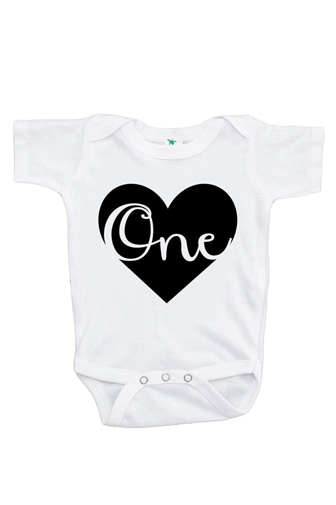 7 ate 9 Apparel Unisex Baby's Novelty First Birthday Heart Onepiece Outfit