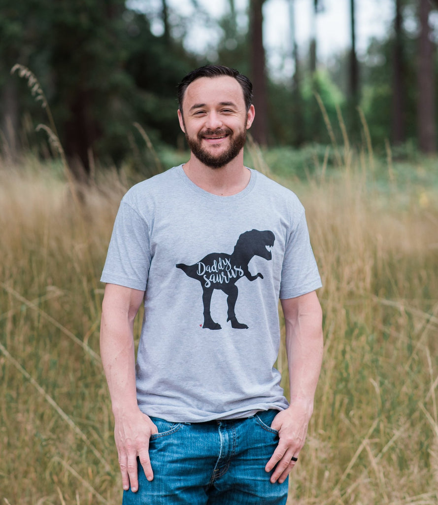 7 ate 9 Apparel Men's Daddysaurus Dinosaur T-shirt