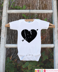 Kids Valentines Day Outfit - Black Heart Arrow Valentine's Day Onepiece or Shirt - Valentine Shirt for Baby Girls or Boys - Valentine Outfit - 7 ate 9 Apparel
