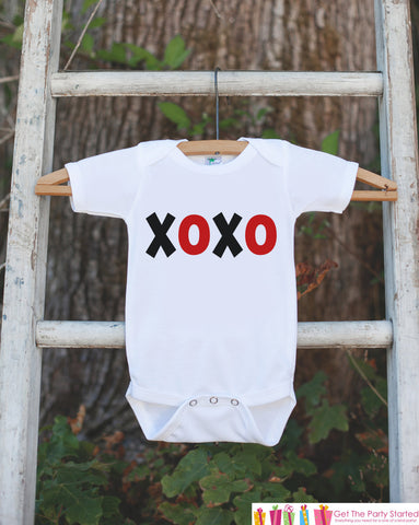 Boys Valentines Day Outfit - XOXO Valentines Day Onepiece or Tshirt - Boy's Valentine's Day Shirt - Kids Happy Valentine's Day Outfit - 7 ate 9 Apparel