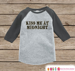 Kids New Year Shirts - Kiss Me At Midnight - New Years Eve Outfit - New Years Onepiece or Shirt - Kids Grey Baseball Tee - Black & Gold