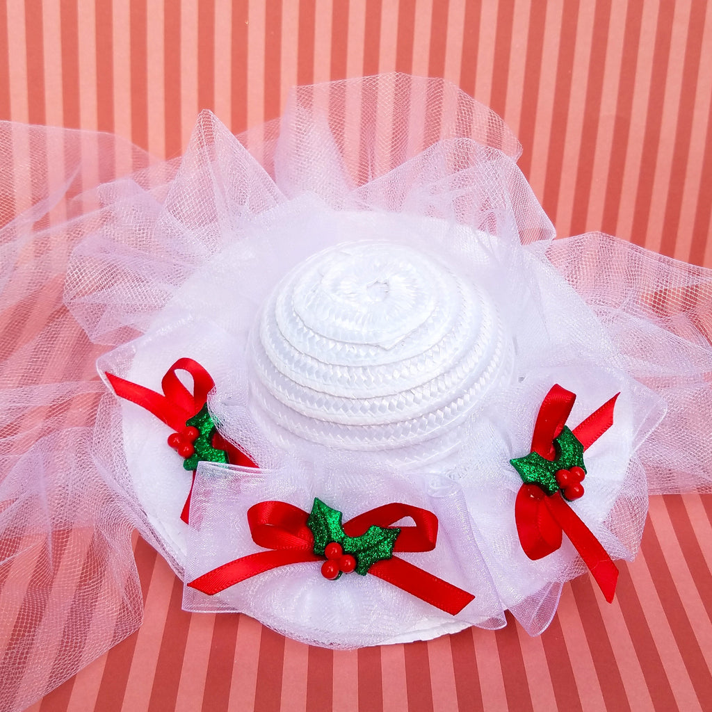 Jolly Holiday Mini hat in white and red. Mary Poppins christmas fascinator for disney costume or disneybound.