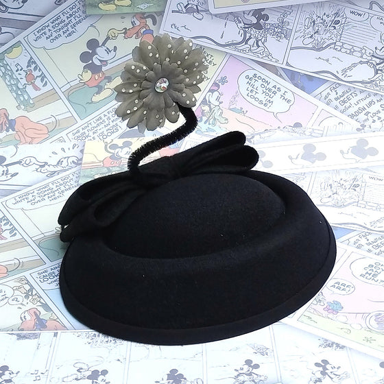 Vintage style black pillbox sailor hat with daisy. For minnie costume, cosplay, disneybound or disney dapper day. Pin up fascinator by hat and mouse.