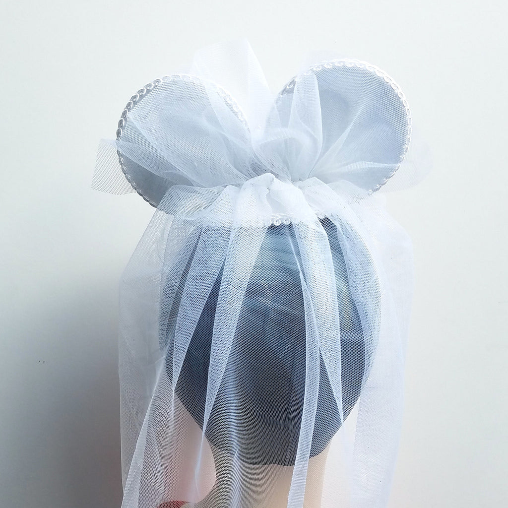 Wedding veil fascinator with minnie mouse ears for your disney wedding.