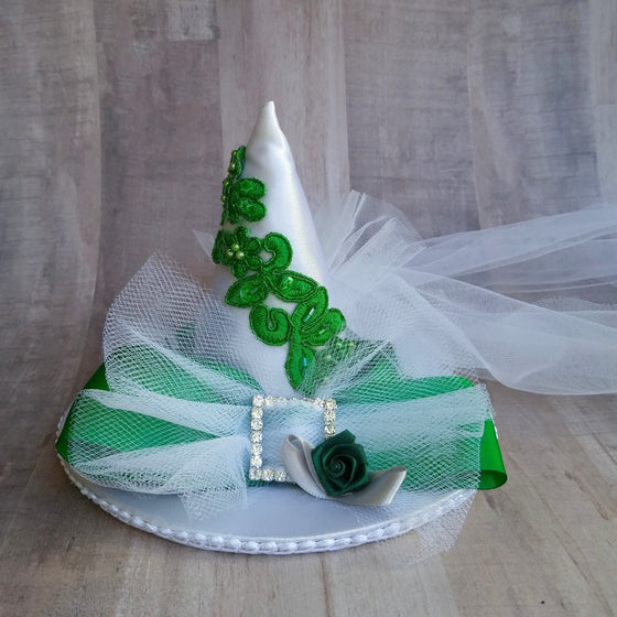 Slytherin bridal mini witch hat fascinator for a Harry Potter wedding.