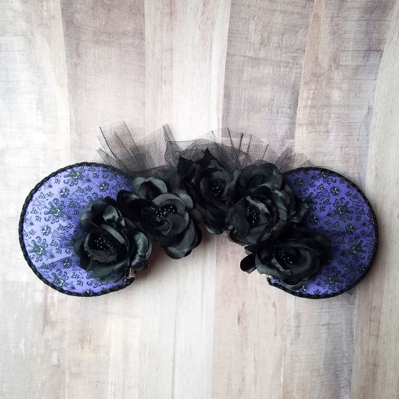 Halloween haunted mansion wallpaper mouse ears with black roses.